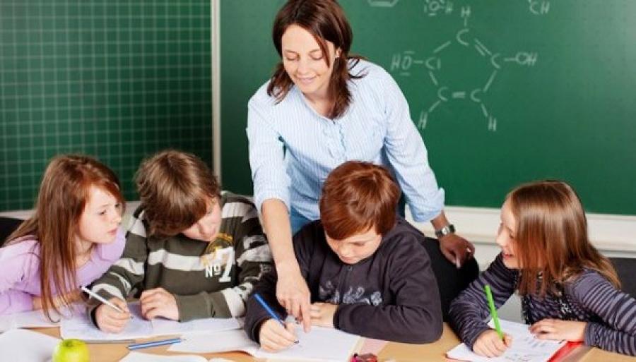 Педагоги региона получат доплату ко Дню Учителя