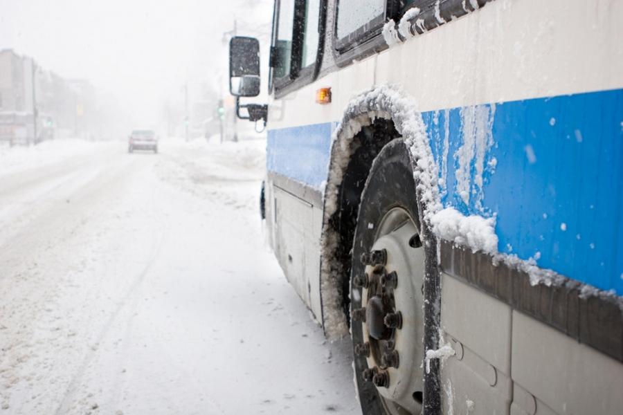 Мэр Саратова попытался подать жителям пример, и поехал на работу на автобусе. Но застрял в пробке и опоздал