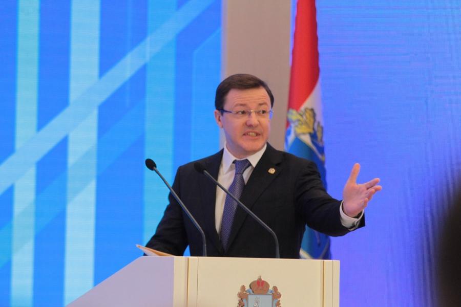 Самарский губернатор обеднел на посту: статус Дмитрия Азарова повысился, но доходы упали