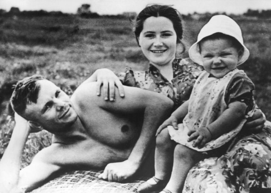 История любви Юрия и Валентины Гагариных, которые праздновали свадьбу дважды, а полюбили раз и на всю жизнь