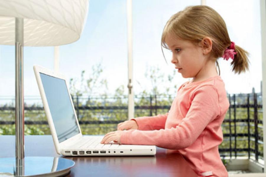 Кодировать - с пелёнок: школьную программу «усилят» компьютерами